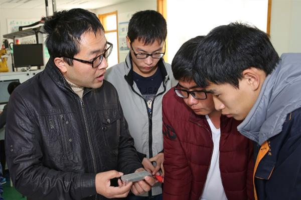 机电工程学院 周丹江