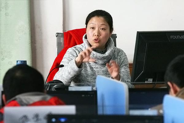 经济贸易学院 张莱